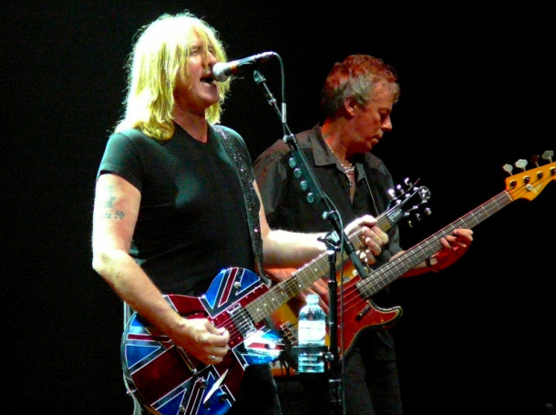photo-Joe-Elliott-concert-live-down-n-outz-2010