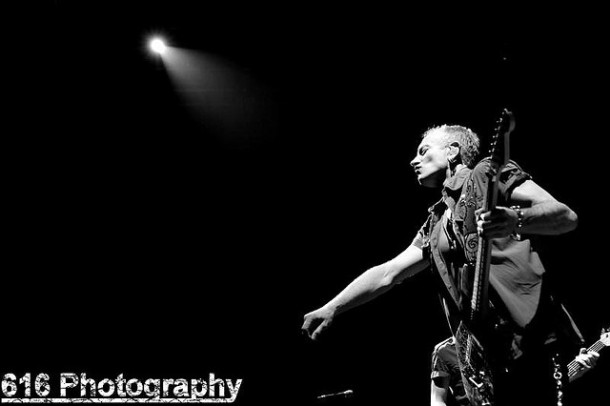 photo-Phil-Collen-band-Man-Raze-Surreal-2008