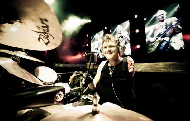 photo-band-Def-Leppard-world-tour-rock-of-ages-2012