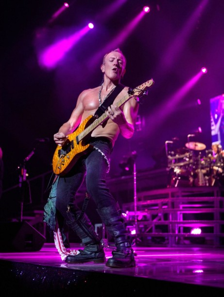 photo-Joe-Elliot-Def-Leppard-world-tour-rock-of-ages-2012