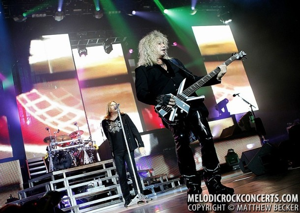photo-Def-Leppard-hard-rock-band-Rick-Savage
