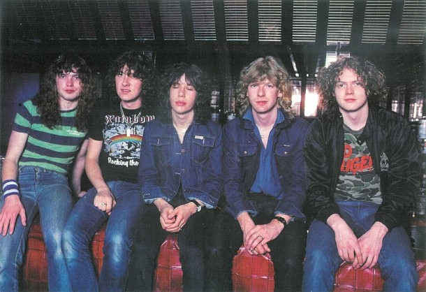 photo-Def Leppard-band-with-ex-guitarist-Pete-Willis