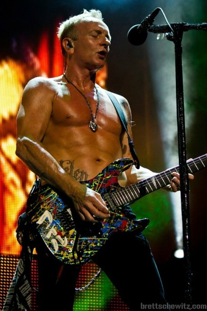 photo-Phil-Collen-Def-Leppard-man-raze