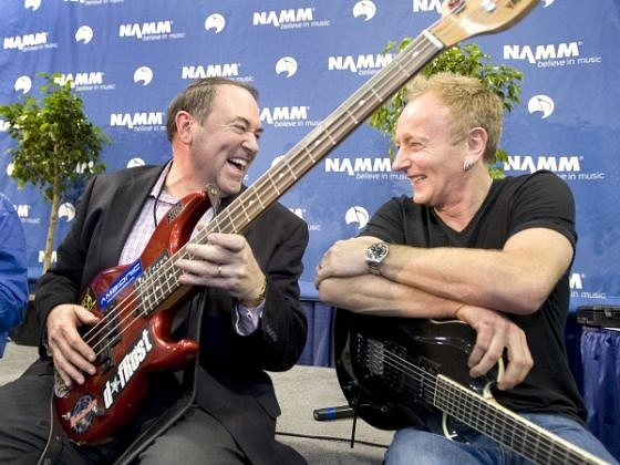 photo-Phil-Collen-lead-guitar-Def-Leppard