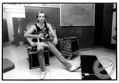 photo-Phil-Collen-solo-guitarist-band-Def-Leppard