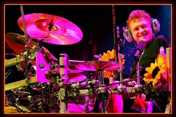 photo-Rick-Allen-one-hand-drummer-Def-Leppard