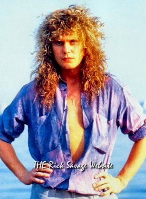 photo-Rick-Savage-bass-guitarist-gruppi-Def-Leppard