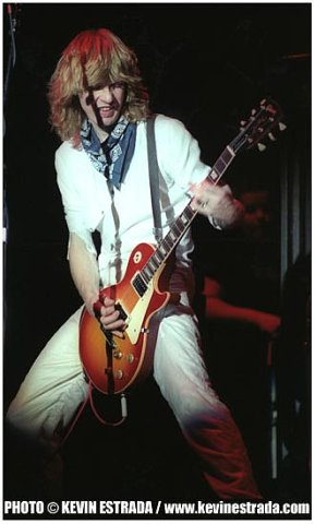photo-Steve-Clark-guitar-gibson-Def-Leppard