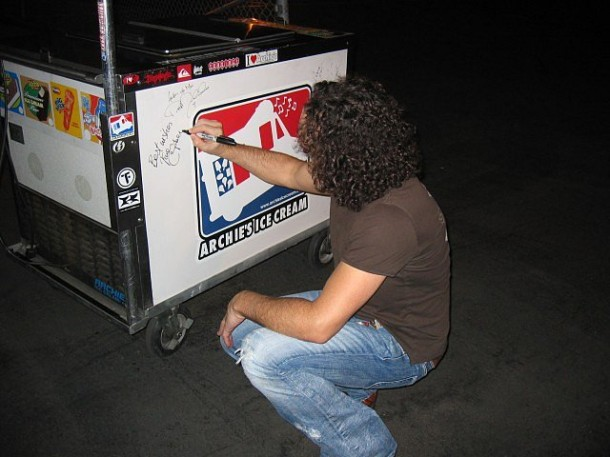 photo-Vivian-Campbell-second-guitar-Def-Leppard-band