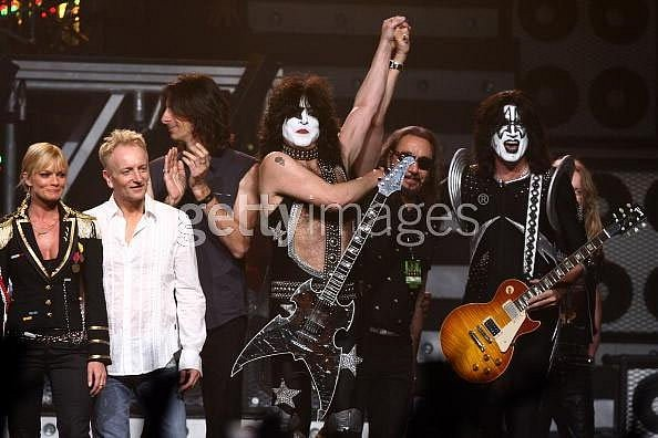photo-Def-Leppard-with-Judas-Priest-heavy-metal-band
