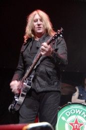 photo-Joe-Elliott-hard-rock-Down-n-outz-beer