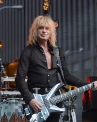 photo-Rick-Savage-Def-Leppard-world-tour-rock-of-ages-2012
