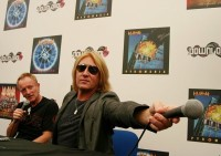 photo-Joe-Elliott-Def-Leppard-live-Phil-Collen