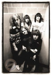 photo-Young-Def Leppard-band-vocal-Joe-Elliott