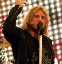 photo-Joe-Elliott-singer-of-Def-Leppard-Atomic-Mass