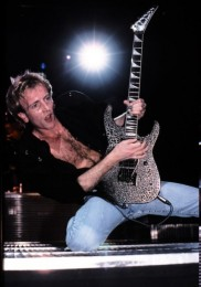 photo-Phil-Collen-guitarist-Def-Leppard-life-concerts