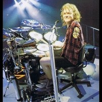 photo-Rick-Allen-rock-drummer-Def-Leppard