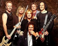 photo-Def-Leppard-with-Brian-May-Queen-art-rock-band